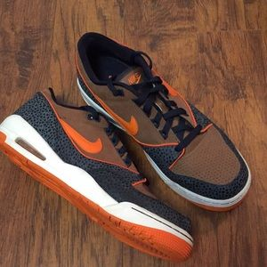 Nike Air Assault low top sneakers men's 11 orange
